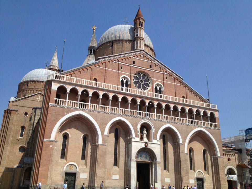 Basilica Sfântului Anton de Padova, Italia