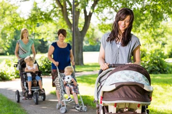 La plimbare prin parc, cu căruciorul